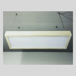 Lampadario artigianale in legno sbiancato e plexiglass