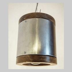 Lampadario in acciaio e legno invecchiato