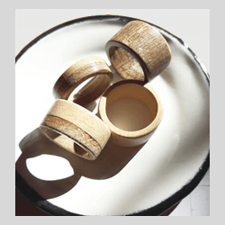 Anelli in legno massello fatti a mano