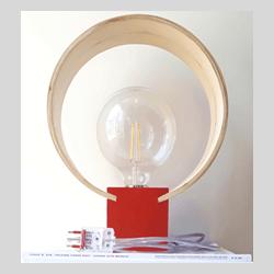 Lampada da tavolo in legno massello curvato